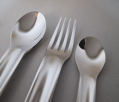 """The cutlery set is new sealed and directly from factory. Underneath marked """"Marc Newson For Qantas""""The set contains 3 pieces, including a dinner fork, a dinner spoon and a dessert spoon.Materials: Stainless steel(18/10) Measures: Dinner spoon-19cm(L)Dinner fork-19cm(L)Dessert Spoon-13.5cm(L)"""