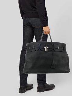 Choosing The Perfect Handbag That's Suitable For All Season - Best Fashion Tips Hermes Men, Hermes Bags, Hermes Handbags, Hermes Birkin, Fashion Bags, Mens Fashion, Best Dressed Man, Leather Men, Sacchi
