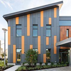 Tiny House Exterior, House Siding, Exterior Siding, Building Exterior, Exterior Design, Roof Cladding, Cladding Design, Cladding Panels, Cladding Systems