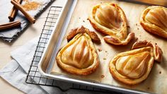 These Baked Pears in Puff Pastry, stuffed with almond and brie filling are an impressive appetizer! Puff Pastry Dough, Puff Pastry Recipes, Baking Recipes, Dessert Recipes, Baking Ideas, Mini Desserts, Dessert Ideas, Cherry Hand Pies, Baked Pears