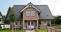 Viebrockhaus Maxime 700 - Idyllisches Landhaus mit verspielten Elementen, #viebrockhaus #einfamilienhäuser #maxime 700
