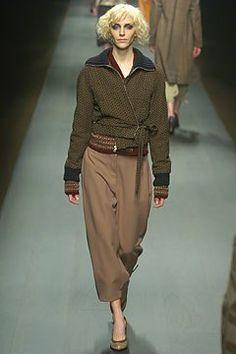 Dries Van Noten Fall 2004 Ready-to-Wear Fashion Show - Hannelore Knuts