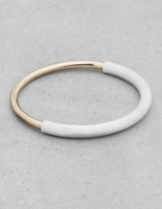 The perfect combo. Gold + white. MINIMAL + CLASSIC. Bangle love. Pinned By www.facebook.com/TheLifeLinesStudio