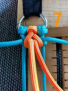 Attilou's Elfenzopf   Swiss Paracord GmbH Paracord Bracelet Designs, Macrame Bracelet Patterns, Diy Friendship Bracelets Patterns, Diy Bracelets Easy, Bracelet Crafts, Paracord Bracelets, Paracord Tutorial, Bracelet Tutorial, Paracord Dog Leash