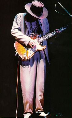 Stevie Ray Vaughan - This! is the bluesman. There's a lot, I mean A LOT of great guitar players out there, but NO ONE tops Stevie Ray Vaughan. Stevie Ray Vaughan, Jazz Blues, Blues Music, Eric Clapton, Best Guitarist, Rock N Roll Music, Blues Rock, Music Photo, Music Icon