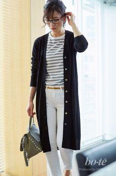 白デニムに黒のロングカーデを合わせた秋のキレイめモノトーンコーデ4#fashion #coordinate #ファッション #コーデ