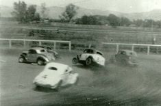 Vintage Dirt Track Stock Car Racing ACTION Shots! Page 1
