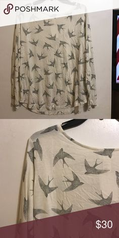 Offers accepted 🦋 h&m top! Very light and comfortable. So pretty with a gorgeous print H&M Tops Tees - Long Sleeve