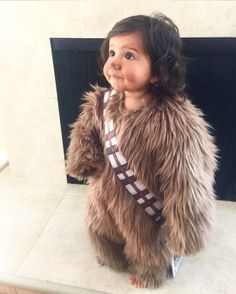 Make Chewbacca costume yourself maskerix.de - Make Star Wars Chewbacca costume yourself Costume idea for carnival, Halloween & carnival - Costume Star Wars, Star Wars Halloween Costumes, First Halloween, Halloween Kids, Halloween Makeup, Infant Halloween, Halloween Stuff, Halloween Halloween, Vintage Halloween