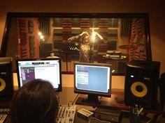 Trabajando en nuevo contenido digital en el AudioLab Estudios de EBclosion