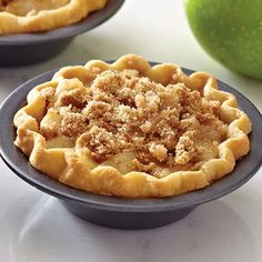 Mini Apple Streusel Pies - The Pampered Chef® pamperedchef. Mini Pie Recipes, Tart Recipes, Apple Recipes, Sweet Recipes, Mini Pie Pans, Mini Pies, Mini Cheesecakes, Apple Streusel, Streusel Topping