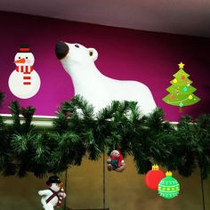 Bon diaaaa fa molt fred!!! Aquí estem preparant el Nadal... Christmas is here again...        #nins #ninsmanresa#pictureoftheday #bestoftheday #modainfantil #moda#instadaily #instalike #instagood #christmas #deco #winter #shopping #shop #instagram #tree #present #cold #ootd #ootdkids #thebesttimeoftheyear #ilovemywork