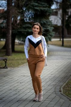Sportowy look: komplet dresowy | Sweatshirt set - Annastylefashion Overalls, Sweatshirts, Sneakers, Model, Blog, Pants, Fashion, Tennis, Trouser Pants
