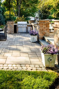 Backyard ideas. Traditional patio inspiration and landscape design.  Outdoor kitchen and dining area.