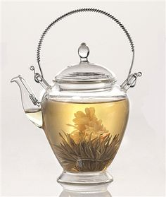 Perfect for brewing blooming teas, the Mata glass teapot has a stainless steel filter in the spout which allows you to infuse your tea right in the teapot without the use of a separate infuser. The Mata teapot gives a beautiful presentation.