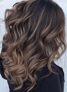 Beautiful Long Hairstyle for This Fall 25 Beautiful Long Hairstyle for This Beautiful Long Hairstyle for This Fall Hair Ideas Hair Color Chocolate Balayage Caramel Highlights For 2019 Brown Medium Hairstyle featuring Natural Wave Ideas 2020 Brown Hair With Highlights, Brown Hair Colors, Caramel Highlights, Nice Hair Colors, Highlights For Brunettes, Carmel Balayage, Hair Colour, Balayage Hair, Ombre Hair