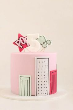 Such a sweet pink superhero cake!! Great for a little girls birthday party!