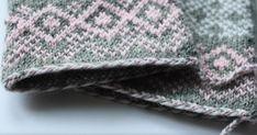 Talvenkukkia -kintaat ja palmikkoaloitus.       Tee itse kauniit neuleet-kirjasta löytyi näiden kukallisten lapasten ohje. Vaan mielestäni n... Knit Crochet, Crochet Hats, Helmet, Winter Hats, Beanie, Knitting, Fashion, Tricot, Gloves