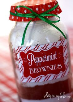 Peppermint Brownies in a Jar with FREE Printable Labels & Directions.