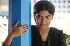 Moondru Per Moondru Kaadhal Movie Review 2013 Hot HD Wallpaper of Muktha Bhanu