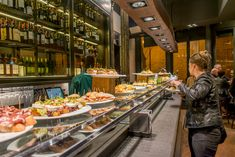 Cheap and delicious food in Valencia, the best restaurants and hotspots - Reisgenie - Eat in Valencia - Italy Coast, Costa, Holiday City, Valencia City, Thailand Adventure, Things To Do In Italy, Poland Travel, Greece Islands, Beautiful Places To Travel