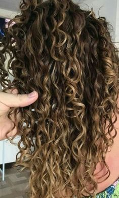 Ombre Curly Hair, Colored Curly Hair, Ombre Hair Color, Long Curly Hair, Wavy Hair, Curly Hair Styles, Natural Hair Styles, Curly Balayage Hair, Red Ombre