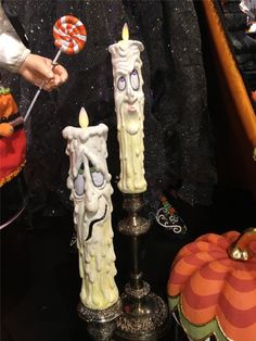 Come in fun costumes and hop aboard. A magical enchanted Halloween train ride this evening is in store. The party starts when grandfather clock strikes twelve and the candle lights flicker. Magical Mo