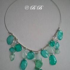Collier plastique vert chaine argentée