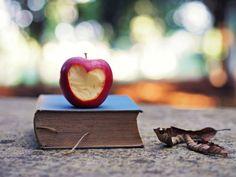 Tendo como foco gêneros literários, as conversas visam estimular o interesse pela leitura.