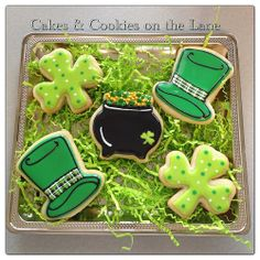 St. Patrick's Day Cookies (2013) by  Cakes & Cookies on the Lane (Flickr)  ||  photo only; no recipe