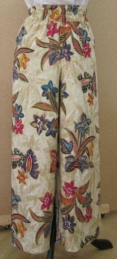 Confección de pantalón super ancho con elástico en la cintura. Trabajado a partir del Básico del Pantalón. Opcionalmente se puede aplicar...