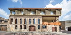 Hotel Somiatruites / Xavier Andrés Arquitecte Architecture Student, Architecture Design, Student House, Ground Floor Plan, Two Brothers, Small Gardens, Photos, Pictures, The Neighbourhood