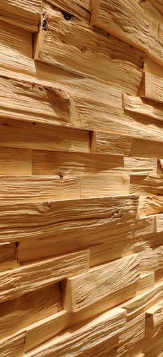 vertically on living room fireplace Spaltholz Holzwand Into The Woods, Wall Treatments, Wooden Walls, Wood Design, Wood Wall Art, Cladding, Wood Furniture, Home Projects, Interior And Exterior