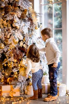New holiday outfits christmas kids ideas Baby Christmas Photos, Christmas Fashion, A Christmas Story, Holiday Photos, Family Christmas, Christmas Photography Kids, Holiday Photography, Holiday Outfits, Poses