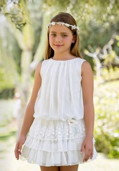 The dress is so exquisite but looks simple at first glance! Arras y classic Little Girl Fashion, Little Girl Dresses, Kids Fashion, Girls Dresses, Flower Girl Dresses, The Dress, Baby Dress, Cute Young Girl, Kids Frocks