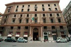 Napoli, blitz della Polizia Municipale alla Duchesca: sequetrati centinaia di capi di abbigliamento falsi   Report Campania