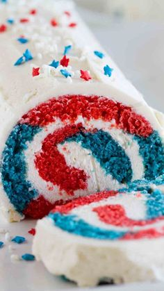 Roll Cake: Grab a slice or two of this patriotic roll, which has a red, white, and blue surprise in the middle. Click through to find more patriotic cakes and cupcakes for of July. Of July Cake Pops) Patriotic Desserts, Blue Desserts, 4th Of July Desserts, Easy Desserts, Dessert Recipes, Cake Recipes, Patriotic Party, Baking Desserts, Easter Recipes