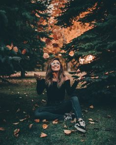 Imagine fall, girl, and photography Fall Senior Pictures, Fall Pictures, Fall Photos, Senior Pics, Halloween Pictures, Halloween Art, Halloween Pumpkins, Autumn Photography, Creative Photography