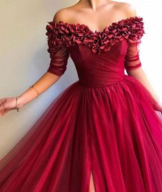 Long Off the Shoulder Red Tulle Dress Prom Party Gown with Slit Lange weg von der Schulter Red Tulle Dress Prom Party Kleid mit Schlitz Red Ball Gowns, Ball Gowns Evening, Ball Dresses, Evening Dresses, Evening Gowns With Sleeves, Red Gowns, Trendy Dresses, Elegant Dresses, Beautiful Dresses