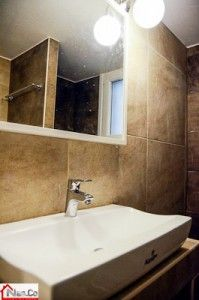 Ολική Ανακαίνιση στο Κάραβελ - Μπάνιο - Νιπτήρας Καθρέπτης Πλακάκια Bathroom Lighting, Mirror, Furniture, Home Decor, Bathroom Light Fittings, Bathroom Vanity Lighting, Decoration Home, Room Decor, Mirrors
