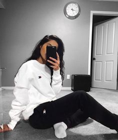 Yin-yang ⚫️⚪️ Comfy Outfits 2019 Lazy Day Outfits School Outfits 2019 Summer Fashion 2019 Teen Fashion 2019 How to wear school outfits 2019 Winter Outfits For Teen Girls, Cute Lazy Outfits, Casual School Outfits, Chill Outfits, Mode Outfits, Trendy Outfits, Fashion Outfits, Lazy Winter Outfits, Outfits With Sweatpants