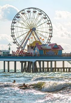 Featuring waterfront fun and entertainment like no other Gulf Coast destination, the Galveston Island Historic Pleasure Pier features family-oriented attractions including rides, midway games, a wide selection of food venues and retail shops. Texas Vacations, Dream Vacations, Vacation Spots, Texas Getaways, Galveston Texas, Galveston Island, Dinosaur Valley State Park, Texas Travel, Dallas Travel