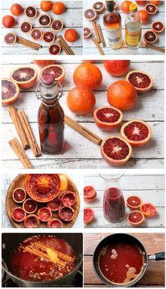 Préparation du cocktail chaud épicé à l'orange sanguine