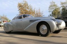 The streamlined, aircraft inspired styling was done by aerodynamics expert Jean Andreau. source