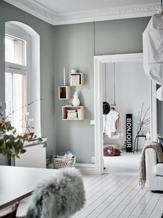 Home Decorating Ideas Living Room Wall color green-gray Home Decorating Ideas Living Room Source : Wandfarbe grün-grau by christinaskey Share Scandinavian Interior Design, Scandinavian Home, Home Interior Design, Kitchen Interior, Interior Wall Colors, Interior Paint, Modern Interior, Minimalist Interior, Home Paint Colors