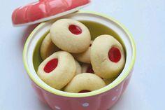 jam thumbprint cookies Eggless Thumbprint Cookies (Eggless Jam Cookies) are buttery and soft. They are easy cookies to prepare and are perfect tea time cookies. Healthy Mug Recipes, Eggless Recipes, Eggless Baking, Baking Recipes, Cookie Recipes, Snack Recipes, Dessert Recipes, Desserts, Jam Thumbprint Cookies