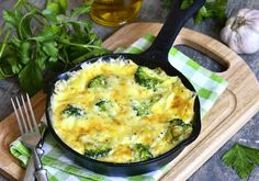 Try this delicious broccoli and potato frittata recipe. Perfect either as breakfast or for brunch, this egg-based italian dish will be a returning favourite! Low Carb Recipes, Diet Recipes, Snack Recipes, Healthy Recipes, Yummy Recipes, Comidas Light, Light Diet, Salud Natural, Fitness Diet