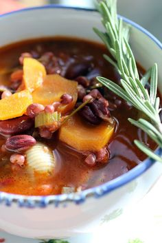 Toszkán bableves Just Eat It, Soup Recipes, Chili, Beans, Favorite Recipes, Dishes, Cooking, Desserts, Cook Books