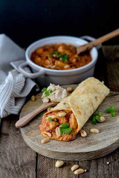 Hähnchenpfanne mal anders? Paprika, Käse, Sahne und Pilze kennen wir ja schon. Dieses einfache Rezept wird ganz raffiniert mit Erdnüssen zubereitet.
