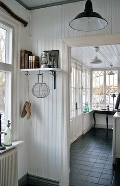 √ Farmhouse Laundry Rooms With Smart Organized Setup - When you're something like me then the laundry room is almost definitely among the many least favourite rooms in your entire residence. Cottage Living, Home Living, Cottage Style, Farmhouse Style, Farmhouse Decor, Halls, Cosy Home, Interior And Exterior, Interior Design
